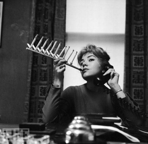 Очевидно, прибор, с помощью которого отучали курить школьников.