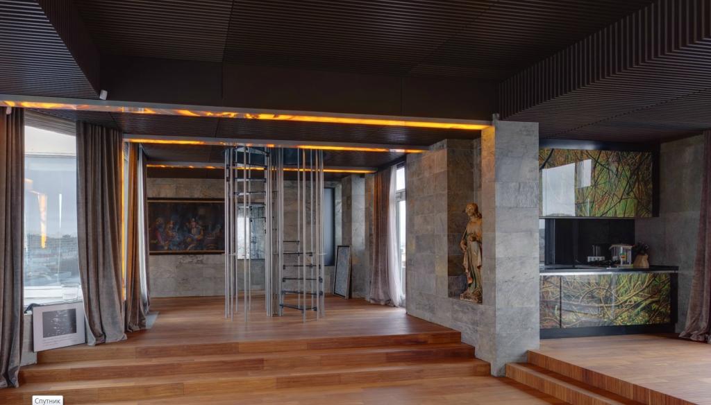 «У меня стоит поющий японский унитаз стоимостью 20 тысяч долларов, антикварная мебель XV века. На од