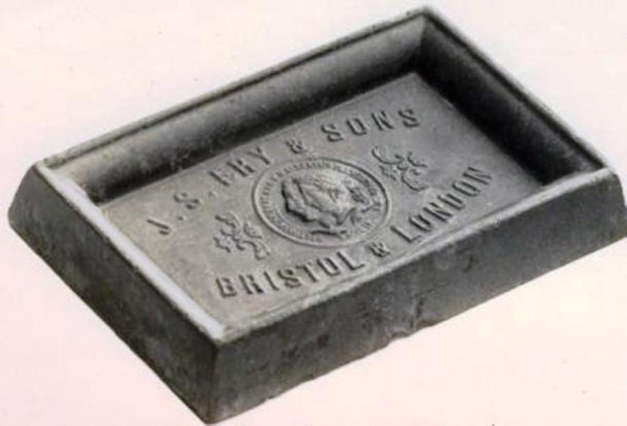 25. Первая шоколадная плитка, предназначенная для широкого потребления, была изготовлена на шоколадн