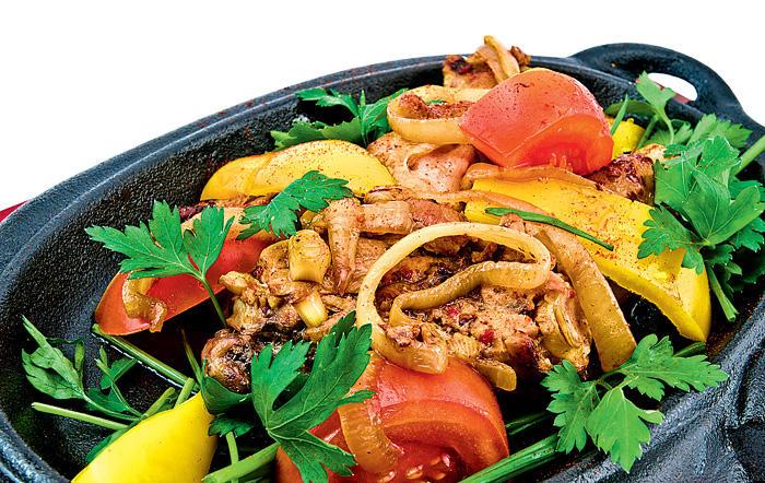 9. Чашушули — тушеная телятина с помидорами, томатной пастой, болгарским перцем, уцхо-сунели, имерет