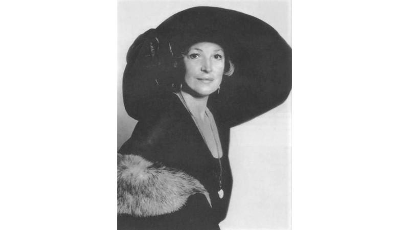 Было у актрисы и самое известное платье, правда, не в кино, а на Каннском кинофестивале. В 1955 году
