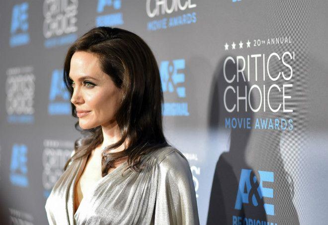 Анджелина Джоли Кроме того, Анджелина впервые объяснила, почему долгое время после объявления о разв