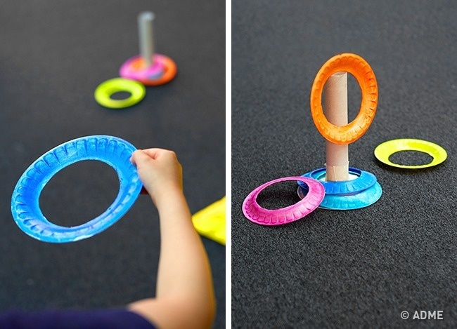 Еще одна интересная игра почти «изничего», для которой понадобятся бумажные тарелочки, втулка отбу