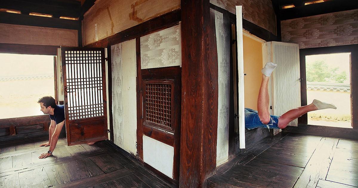 25. Влезть в комнату можно как в окно, так и войти через дверь, ибо разница между ними от уровня пол