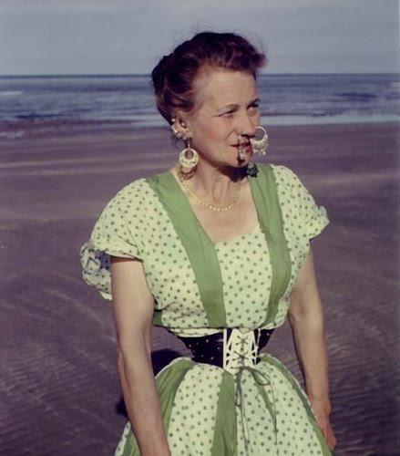 Женщина с самой тонкой талией в мире, 1957 год. Британка Этель Грейнджер решилась на такие изменения