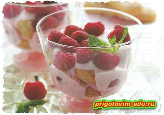 Десерт малиновый с печеньем