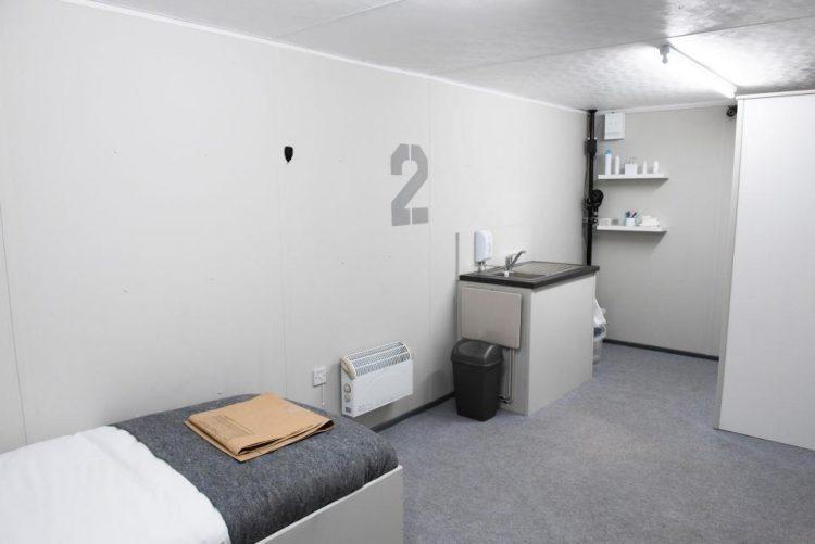 Телеэксперимент: пять суток в одиночной уютной камере без Интернета.