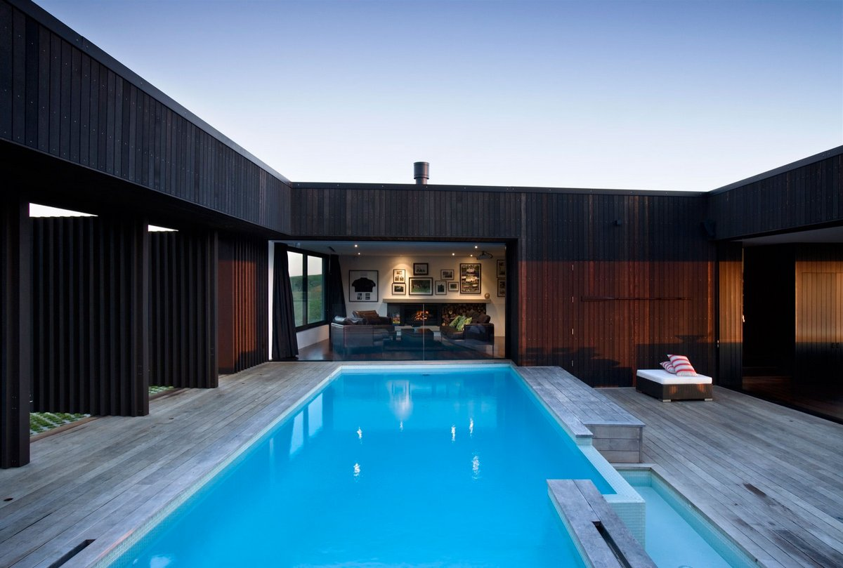 Бассейн внутри частного дома