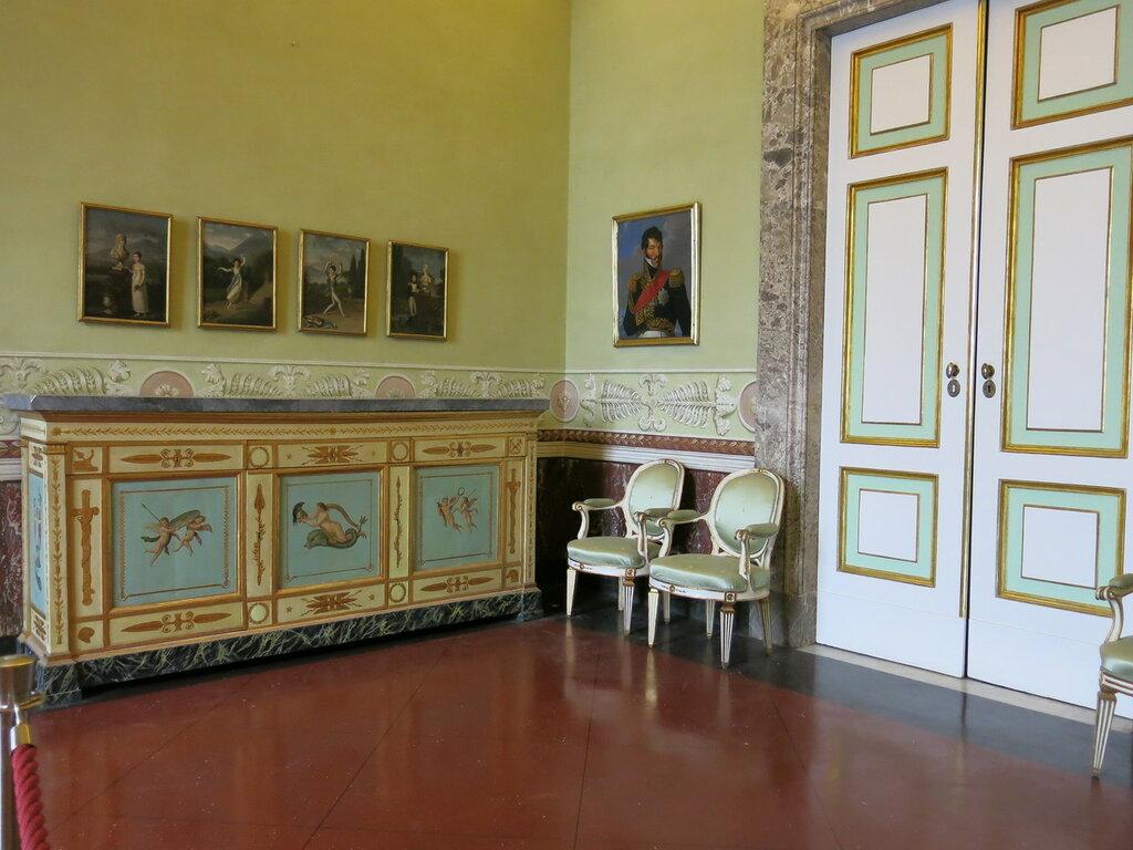 Caserta,_la_reggia_(19024207160).jpg