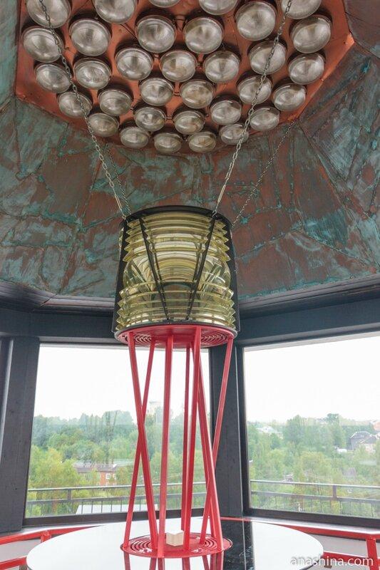 Стилизованный фонарь маяка в отеле Wardenclyffe Volgo-Balt, Вытегра
