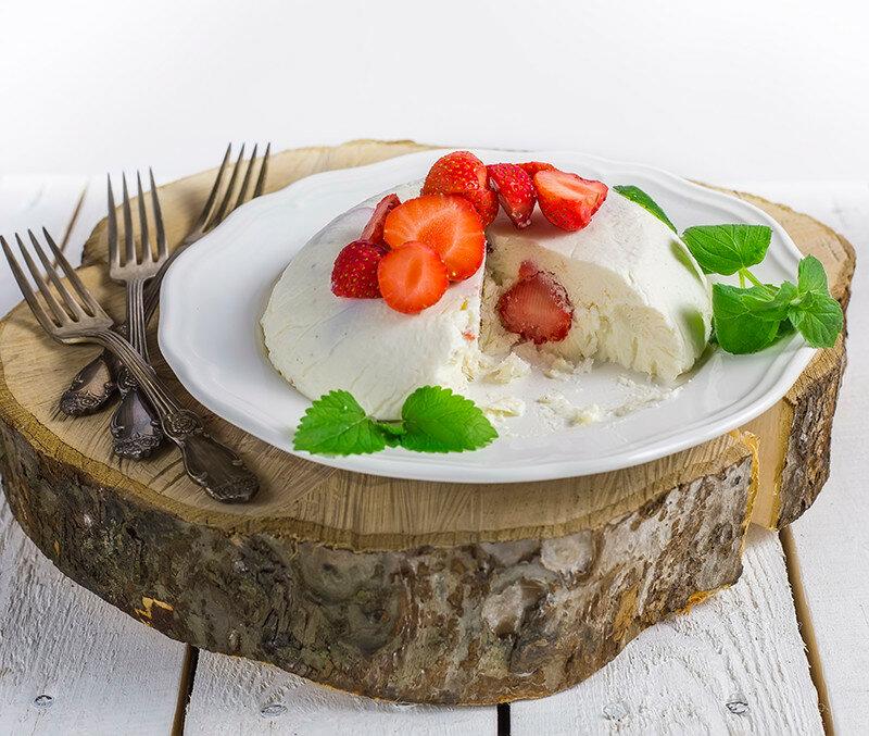 cut-semifredo-with-berries-anastasiya-zhitenskaya