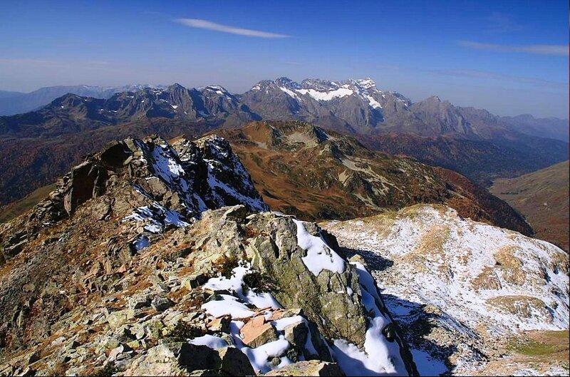 Агепста с ледником Хымс-Анекё и долина Мзымты. Кавказ, в горах.jpg