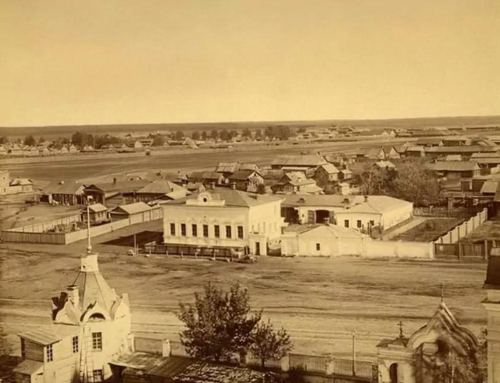 Вид на главную площадь с Вознесенской церкви