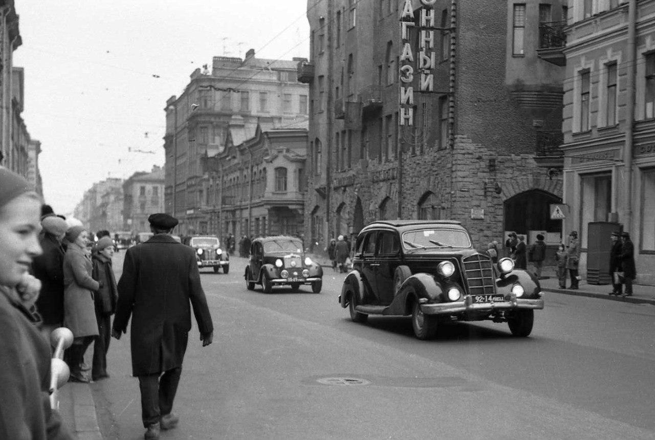 18. Парад ретроавтомобилей. Большой проспект Петроградской стороны
