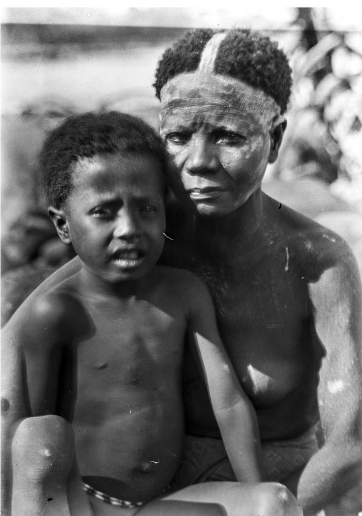 1267. Женщина с ребенком