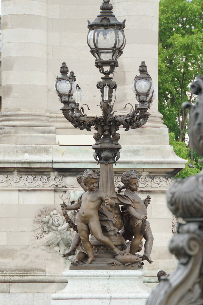 Светильник на мосту Александра III