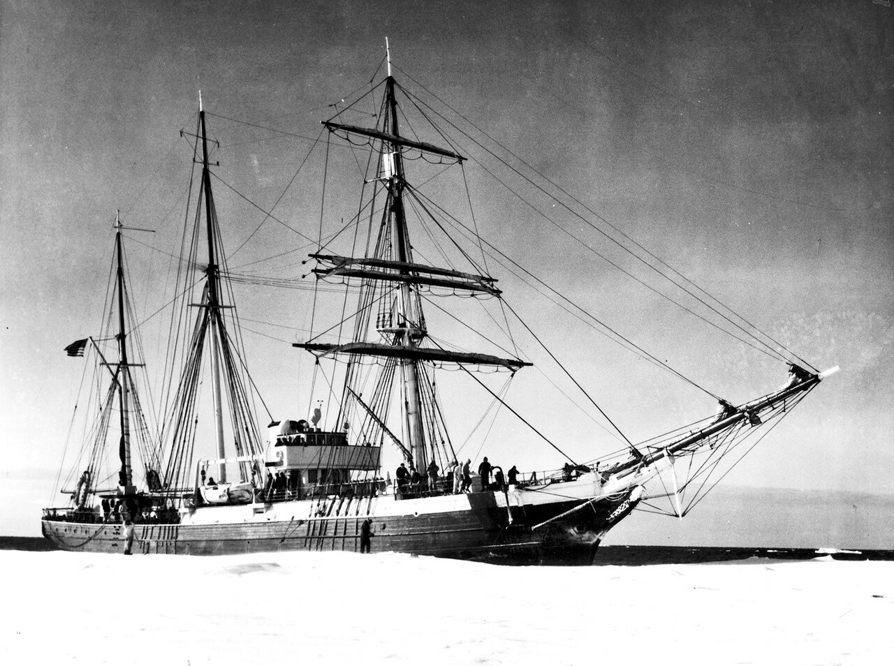 USS_Bear_(AG-29)_in_Antartica_c1934.jpg