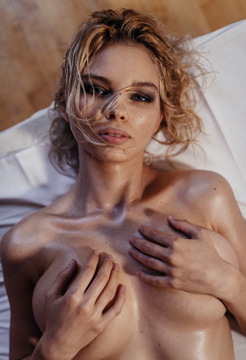 Юлия Логачева Julia Logacheva /  Red Hot Muse Magazine