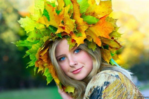 Открытки. Осень. Девушка в венке из осенних листьев открытки фото рисунки картинки поздравления