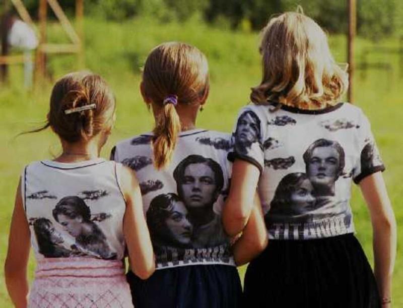 После выхода фильма «Титаник» на экраны такую футболку хотела каждая девчонка 90-х. Брюки клеш Брюки