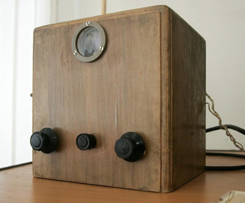 1. Телевизор Б-2 был выпущен еще до того, как в Советском Союзе началось регулярное телевещание. Он