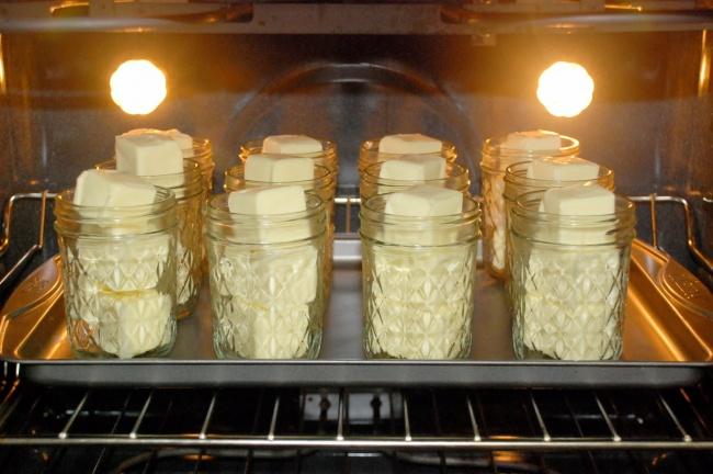 © TeresaTronier  Этот давний способ помогает заготовить масло впрок на1–3года. Поставьте сте