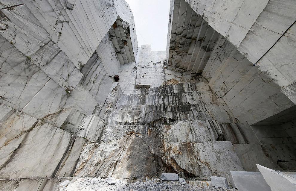 11. Вот этот мрамор из нашего карьера, где мы бродим, подходит для скульптур. (Фото Alessandro