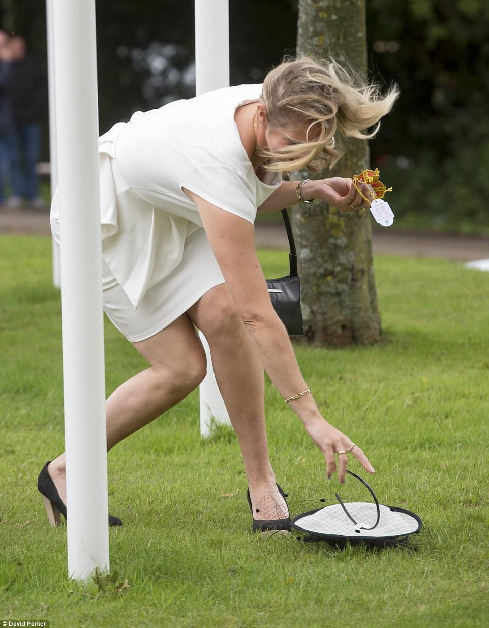 Моя прекрасная алколеди: британки умеют веселиться даже при дожде и штормовом ветре