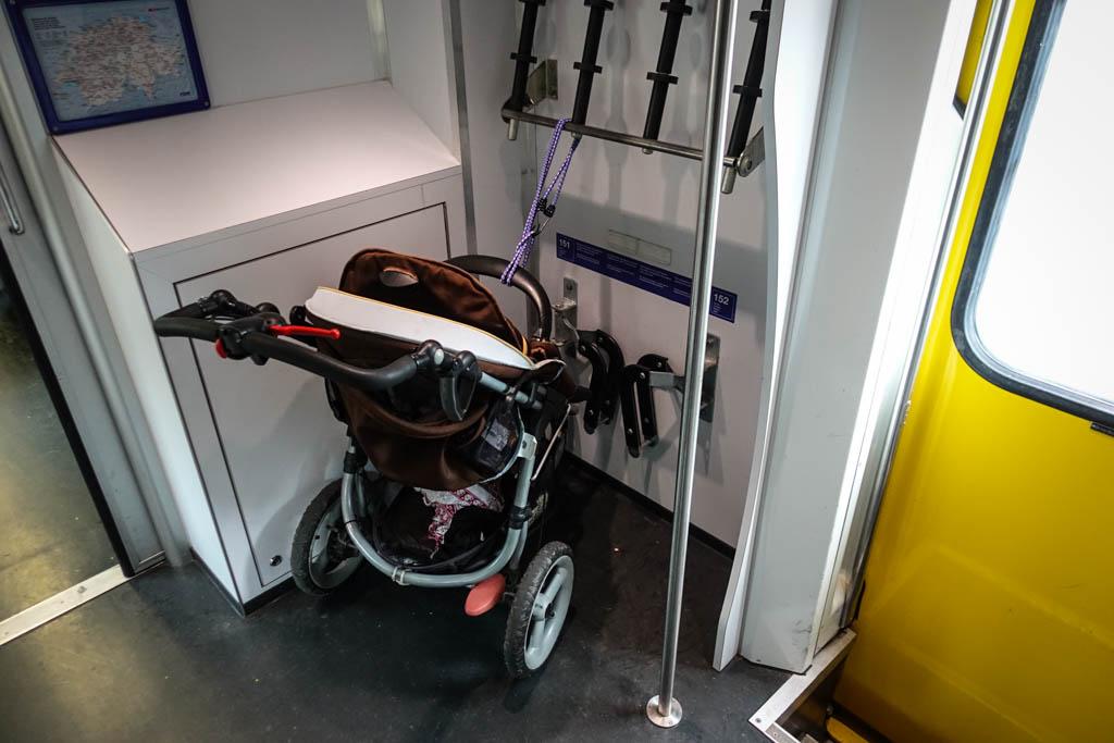 Некоторые прицепляют сюда детские коляски.