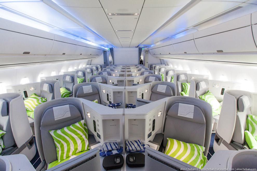 6. Для сравнения приведу пример салона Boeing 787 Dreamliner , как и у A350, здесь также есть в