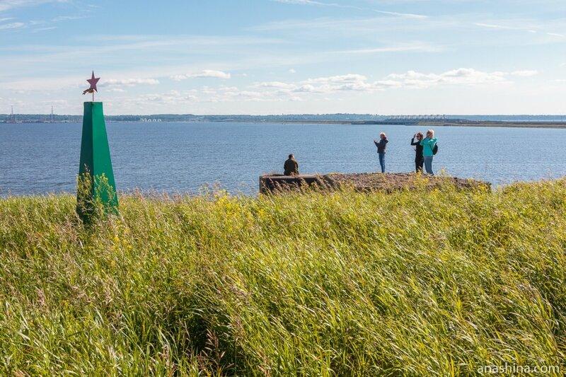 Форт № 3 («Граф Милютин», «Башенная»), памятный знак морякам, погибшим в годы ВОВ