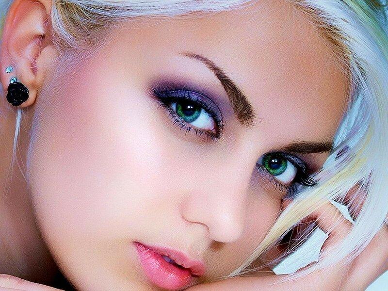 Эти глаза напротив....)))