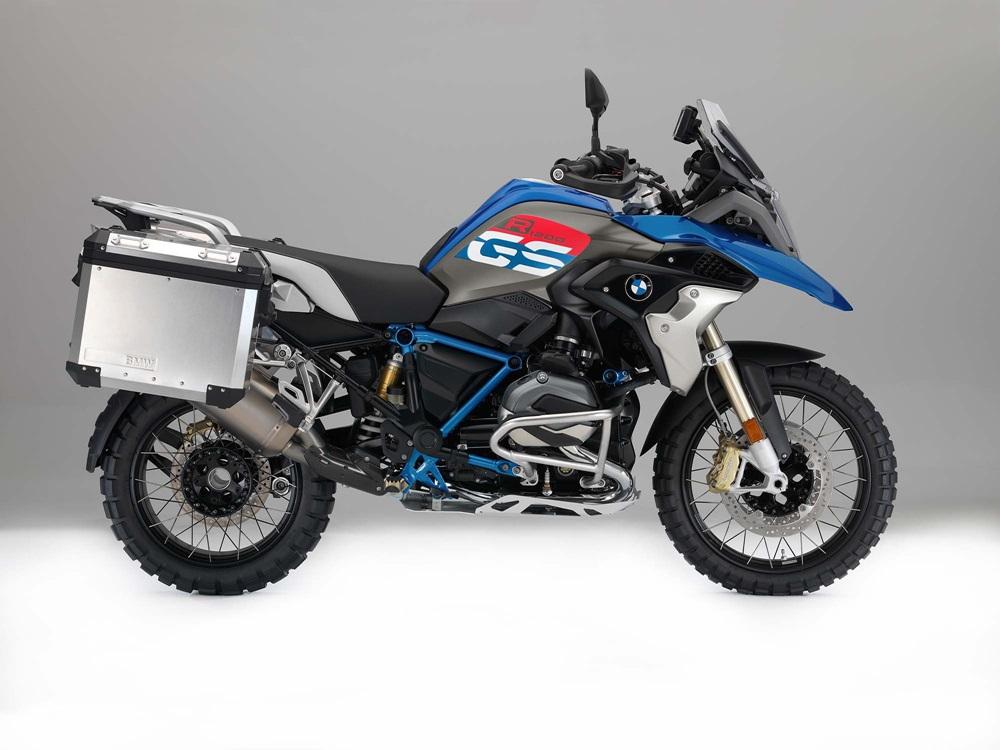 Компания BMW отзывает почти 30000 мотоциклов из-за проблем со стоп-сигналом
