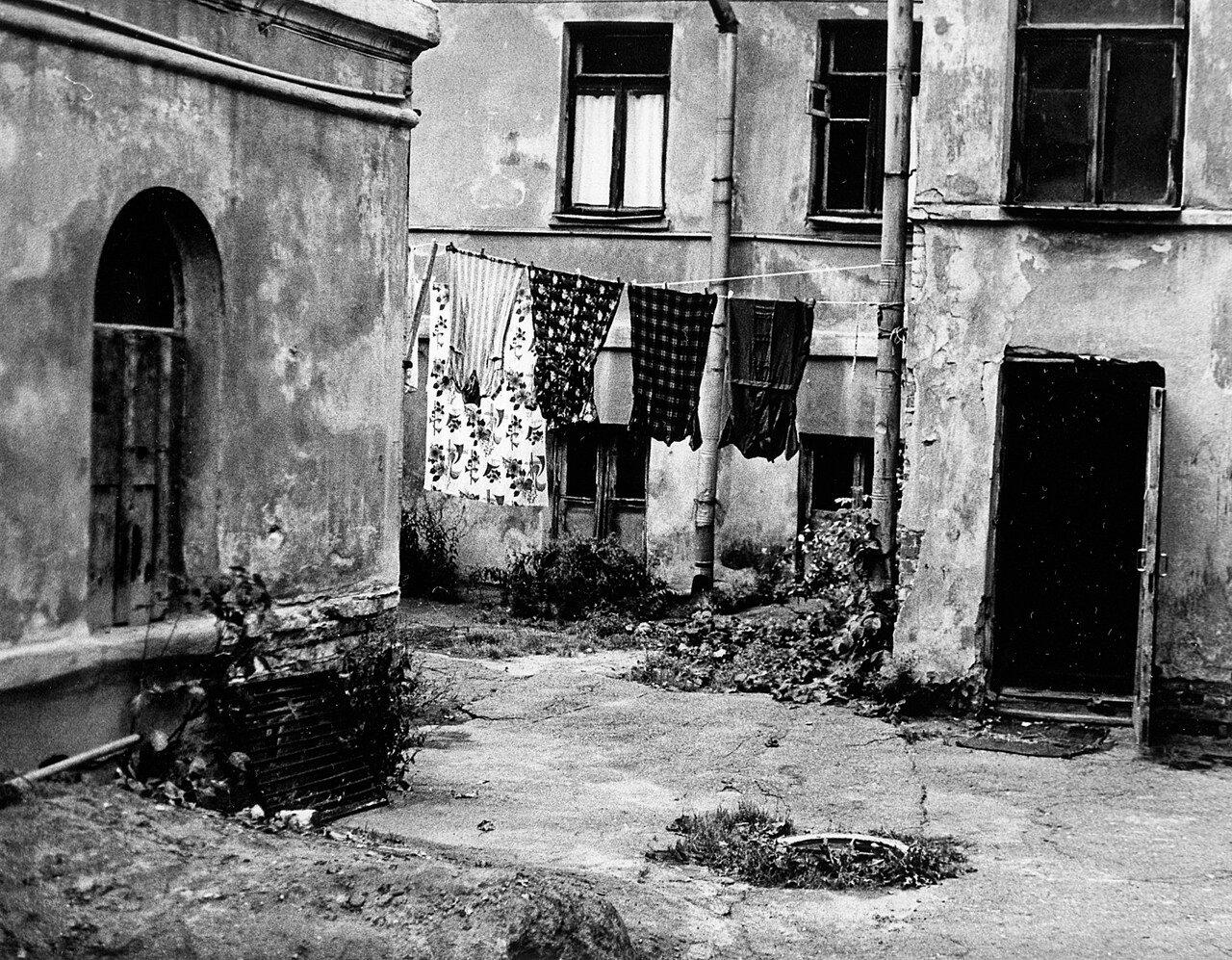 Московский двор. 1978 год  Рождественский монастырь.jpg