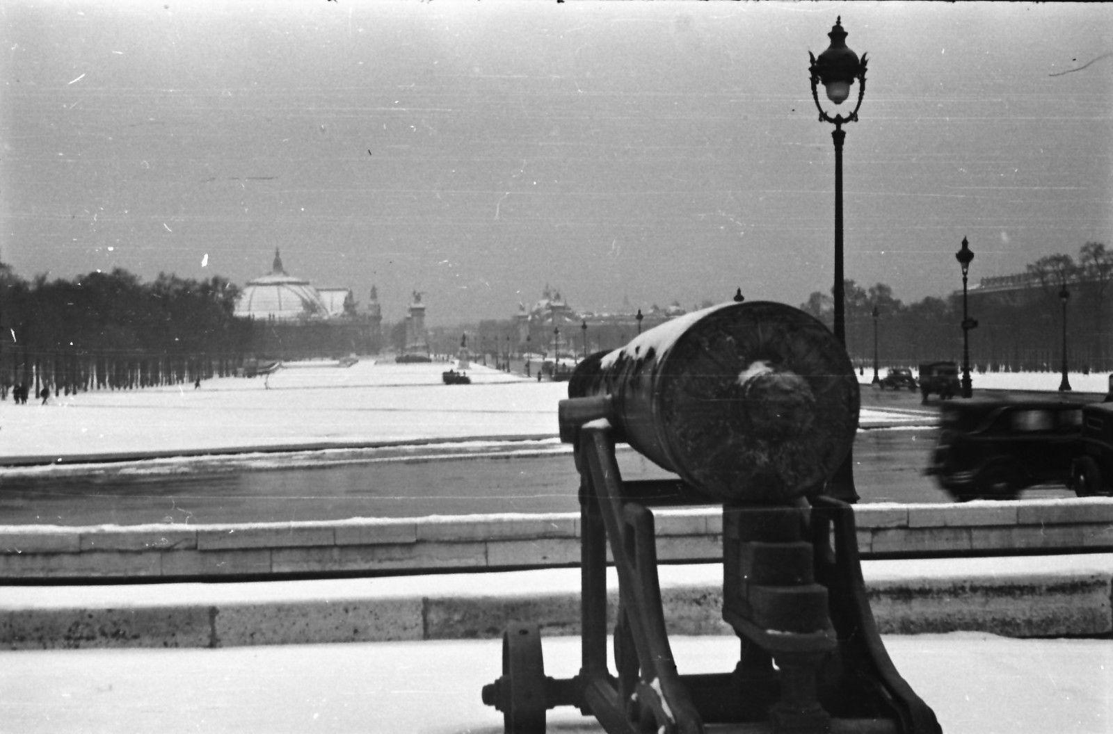 Площадь Согласия. Фонтан в снегу
