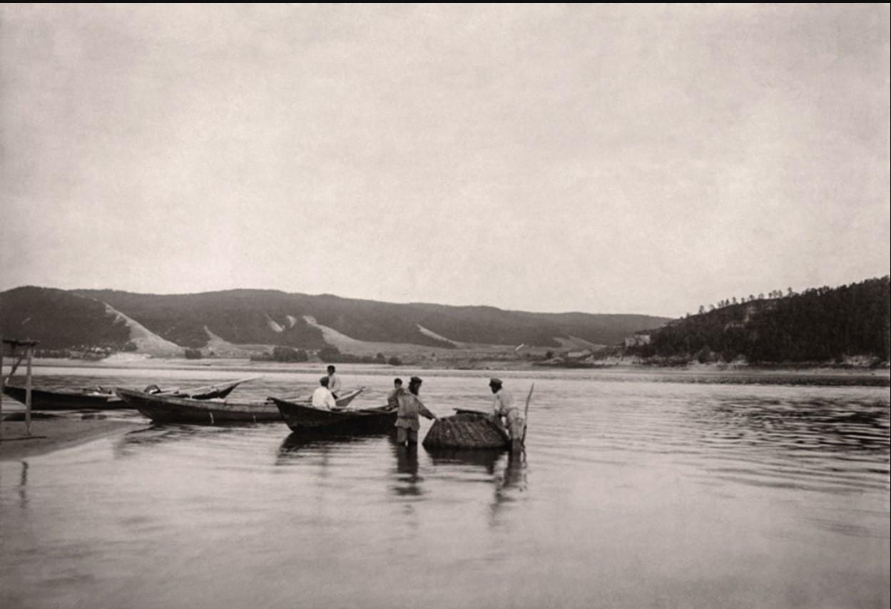 Окрестности Самары. Рыбаки на Волге, вид на село Моркваши