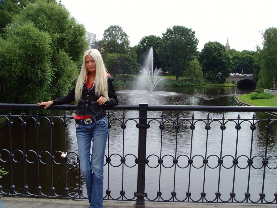 «Самая большая грудь Латвии» соблазняет женатых мужчин