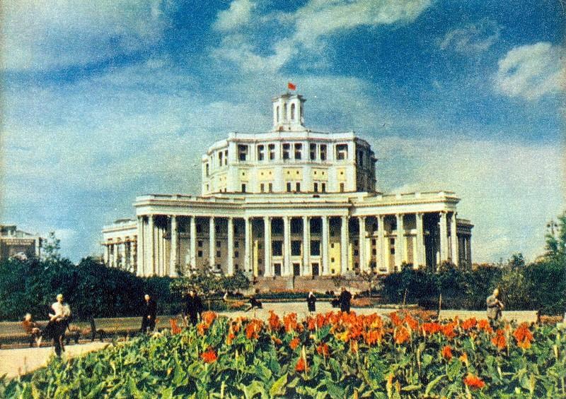 ZAVODFOTO / История городов России в фотографиях: Москва в 50-е