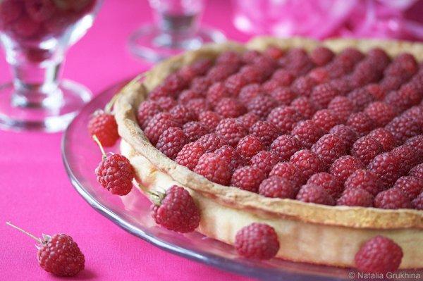 Сегодня День пирожков с малиновым вареньем