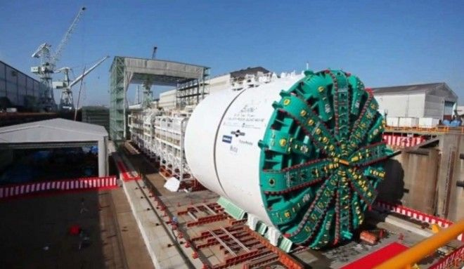 Туннелепроходческая машина была запущена в 2013 году, но вскоре она сломалась. На починку ушло много