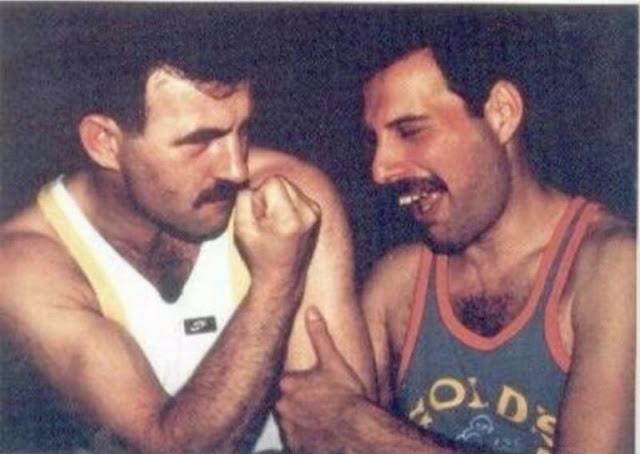Через два года Джим Хаттон переехал в дом Меркьюри и оставался с ним до самой его смерти в 1991 году