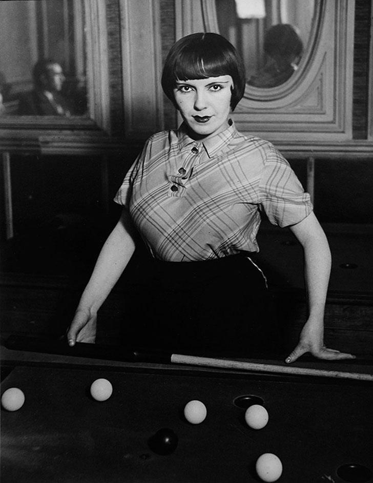 «Проститутка, играющая в русский бильярд на бульваре Рошешуар», 1933 год.