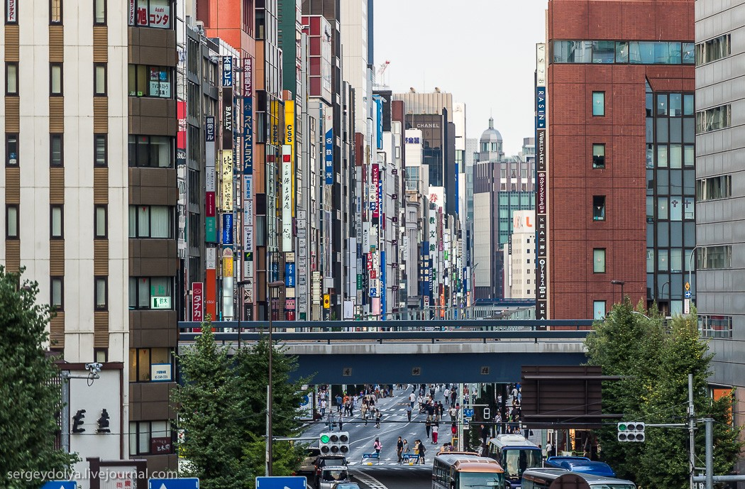 17. Гинза — фешенебельный район Токио с бесчисленным количеством бутиков, крутых универмагов, рестор