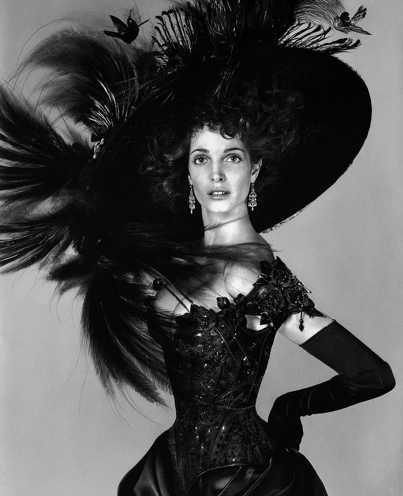 Восхитительная Стефани Сеймур в фотосерии Ричарда Аведона «La Passante Du Siecle» (13 фото)
