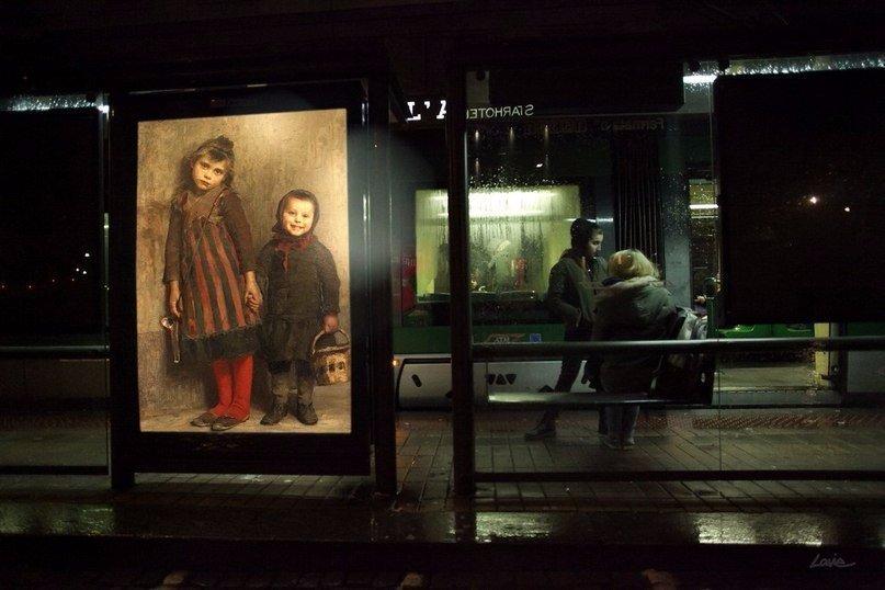 В Париже и Милане места наружной рекламы заняли репродукции картин известных художников.