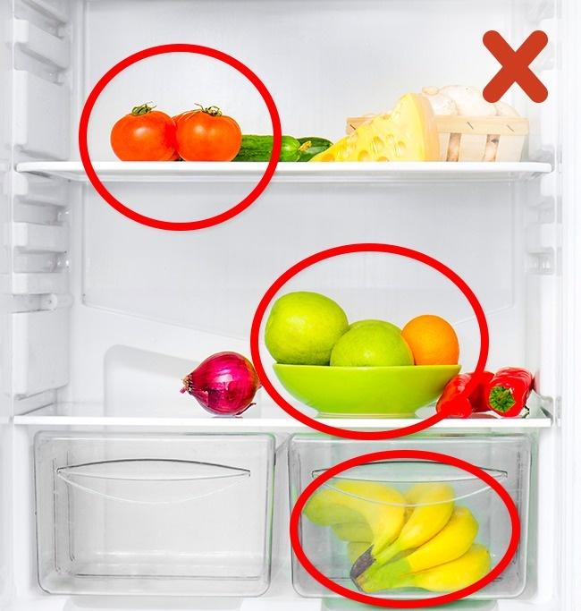 © depositphotos  Многие хозяйки попривычке хранят все фрукты иовощи вхолодильнике, считая,