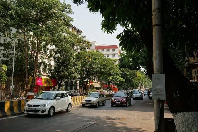 В Мумбаи нас встретили бешеные пробки из маршруток — местных черно-желтых машинок, похожих на англий