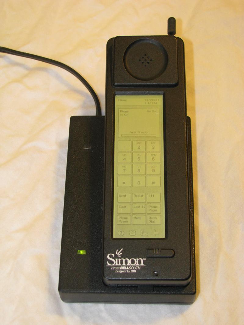 Первая раскладушка: Motorola StarTAC (1996 год) В 1996 году Motorola подтвердила звание инноватора,