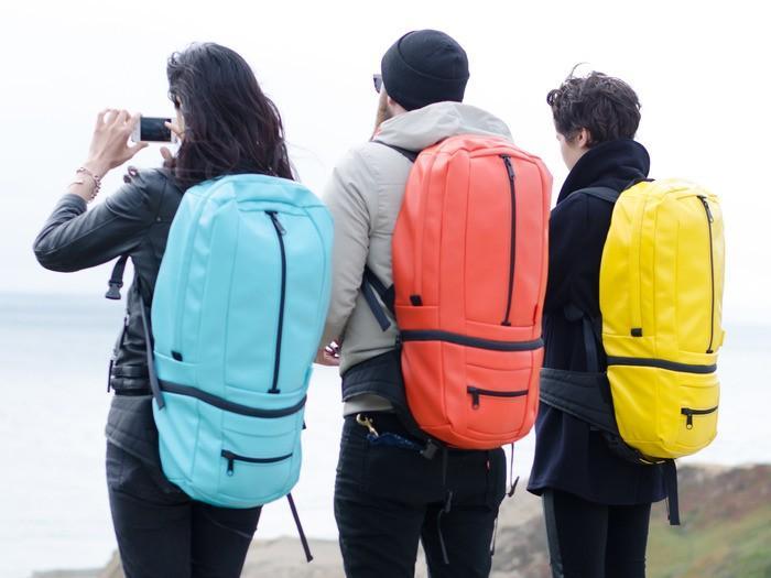 1. Во-первых, рюкзак состоит из двух частей: сумки-мессенждера Mini Messenger объемом 10 л и полноце