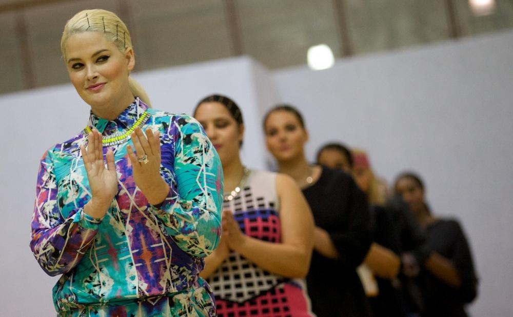 Полные модели в модном показе (19 фото)